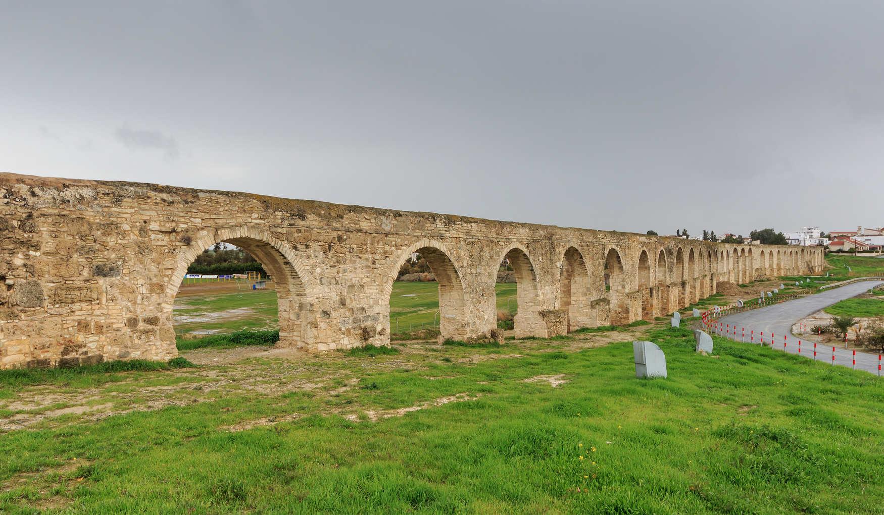 Акведук Камарес