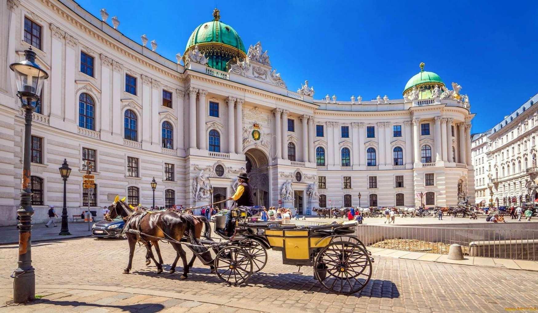 Дворец Хофбург в Вене - собрание разных архитектурных ансамблей