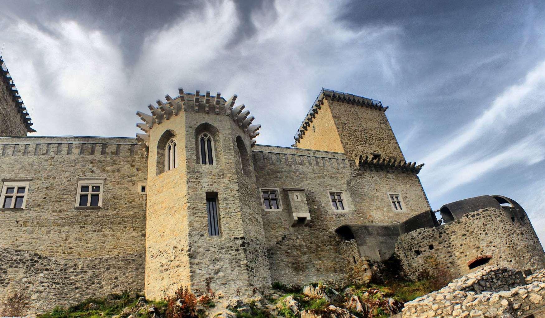 Крепость Диошдьёр