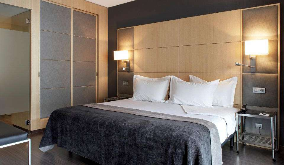 AC Hotel Victoria Suites, a Marriott Lifestyle Hotel фото 1