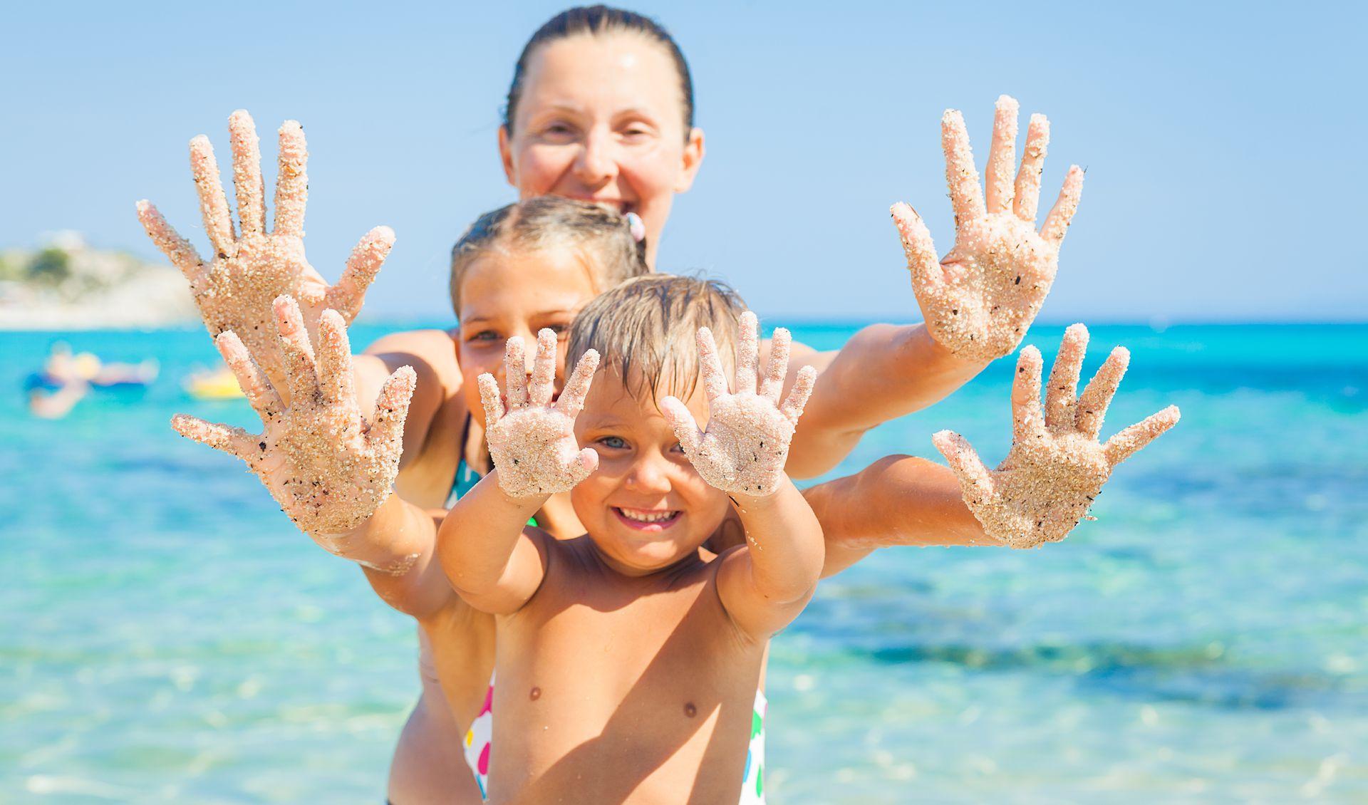 картинка с детьми летом море храмах поют торжественные