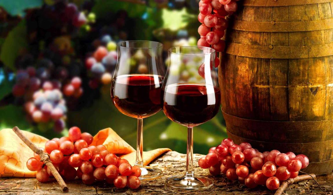 Вино как пример подарка из Адлера