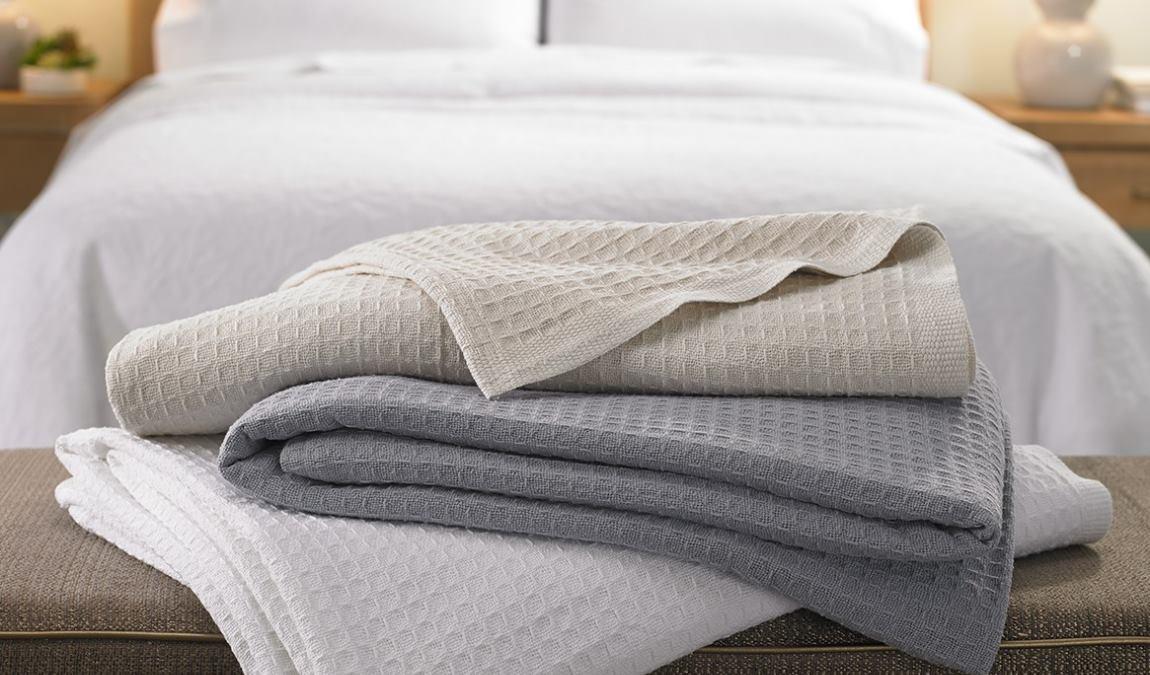 Текстильные изделия фабрики Текстиль-профи, как пример женского подарка из Анапы