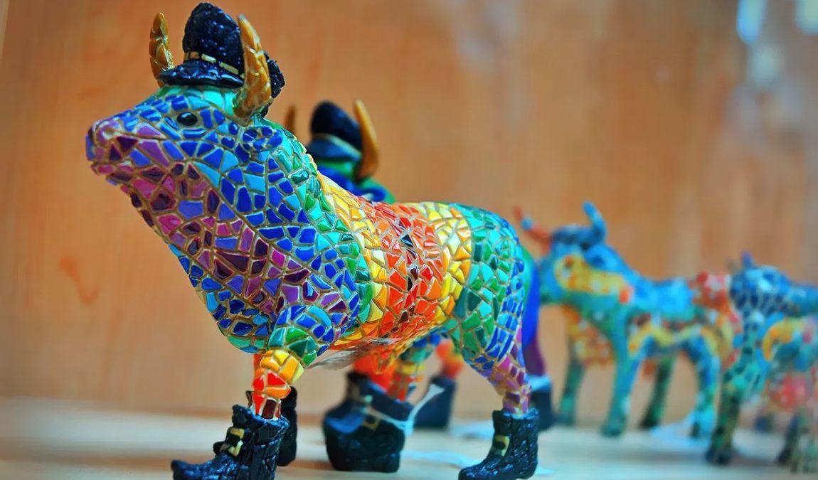 Изделия из мозаики в стиле Гауди как пример подарка из Испании